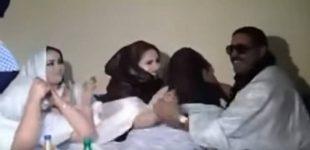 فيديو| ليلة الدخلة امام الجميع ضمن عرس بإحدى القبائل الصحراوية