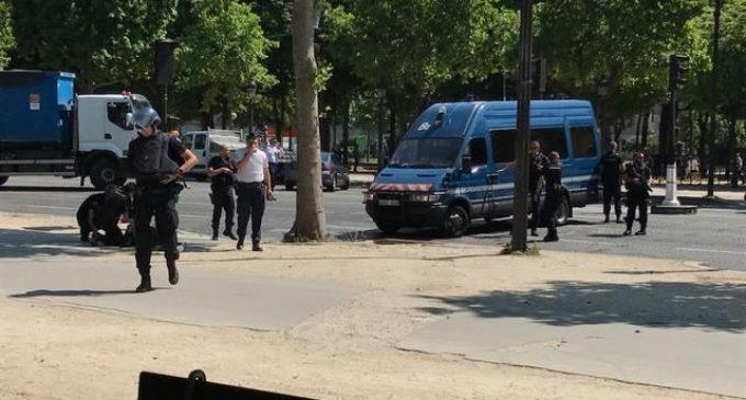 عاجل. انتحاري يفجر نفسه وسط باريس والشرطة الفرنسية تغلق شارع الشانزيليزيه