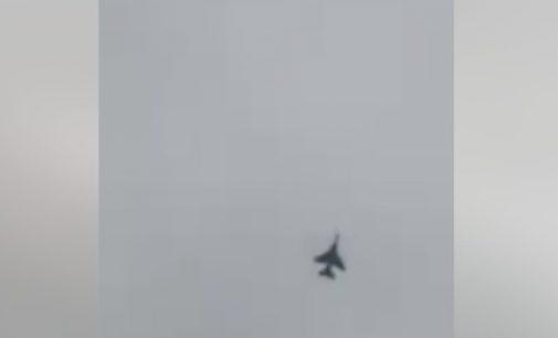 المقاتلات المغربية تحلق عاليا فوق سماء مدينة الداخلة اليوم صباحا
