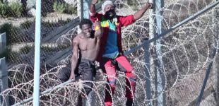 إصابة 200 مهاجر أفريقي حاولو اقتحام سياج مليلية المحتلة