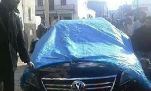 الحسيمة..مواطنون يحجزون سيارة الخدمة الخاصة برئيس جماعة تامسنيت