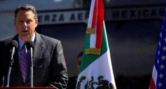 """سفير أمريكي """"قهرو"""" ترامب و هو يقدم الإستقالة ديالو"""