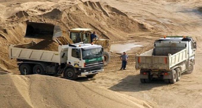 وزارة التجهيز ترفض تجديد ترخيص أكبر شركة لمقالع الرمال بالمغرب