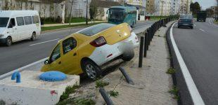 حادث مروري خطير بتطوان بعد تعرض سائق سيارة أجرة لإغماء مفاجىء