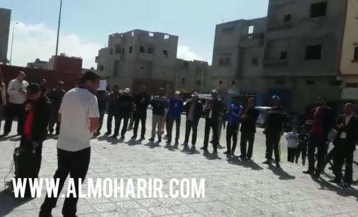 تصرفات المدير تُخرج الأطر التعليمية للإحتجاج  أمام مؤسسة ابن الهيثم ببوجدور
