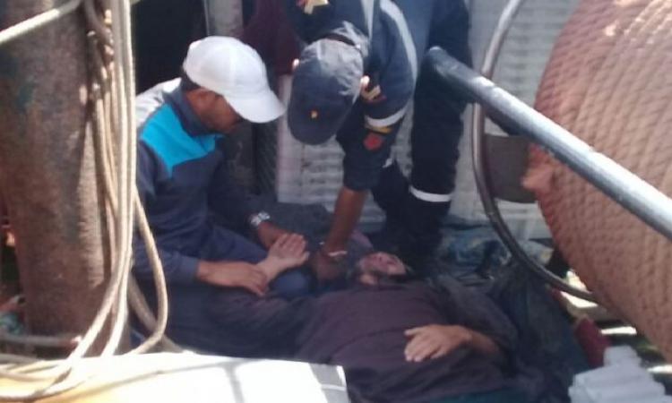 صورة إصابة بحار ووفاة أخر متأثرا بجروحه بالعيون
