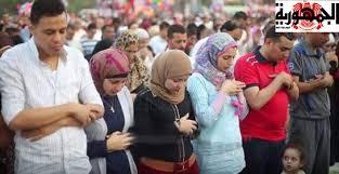 صورة دار الفتوى المصرية: مشاهد اختلاط النساء و الرجال في الصلاة مرفوضة!