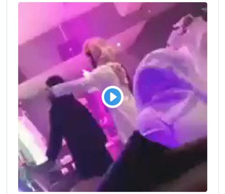 صورة رقص فتيات في البار الحلال السعودي (فيديو)