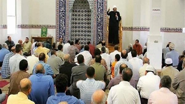 """صورة إمام مسجد بتطوان يثير ضجة بسبب وصفه لمن يسمح لزوجته بالسفر لوحدها بـ""""الديوثي"""""""