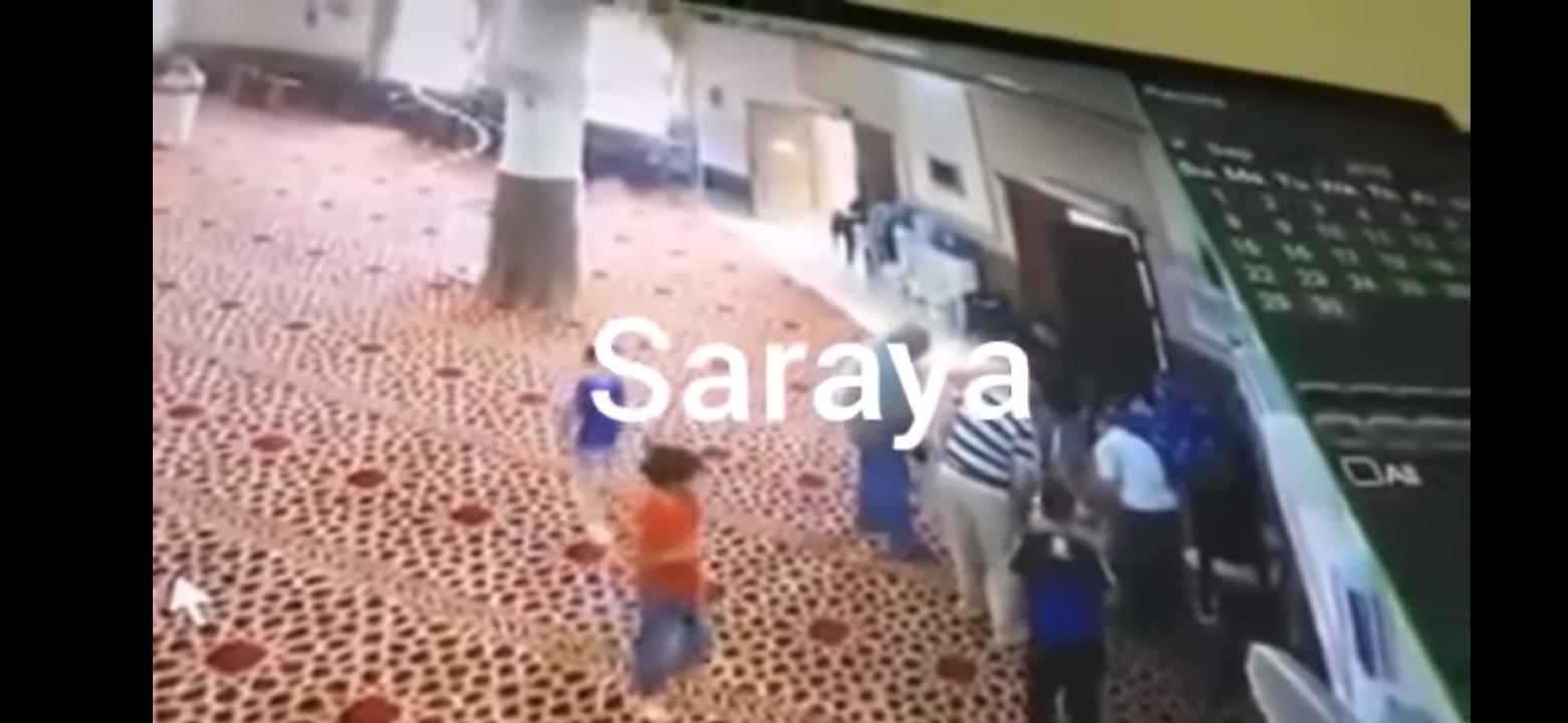 صورة حسن الخاتمة .. شاهد لحظة وفاة مؤذن أثناء قيامه لرفع الأذان (فيديو)