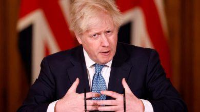 """صورة بالفيديو … سؤال محرج لرئيس وزراء بريطانيا """"لماذا لا تمشط شعرك؟"""""""